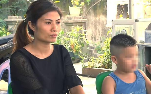 Chị Hương bên người con bị trao nhầm cách đây 6 năm.