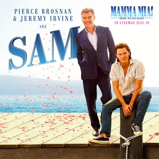 Pierce Brosnan và Jeremy Irvine trong vai chàng lãng tử Sam.