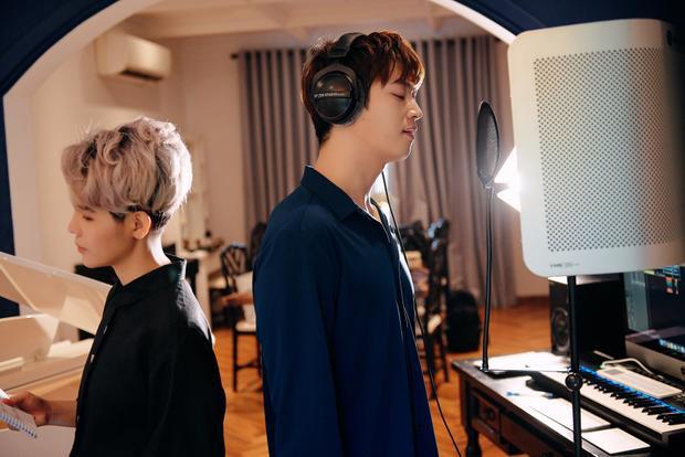 Một điều đặc biệt là Come Back Home phiên bản tiếng Hàn cũng đánh dấu sự kết hợp lần đầu tiên của 2 ca/nhạc sĩ của Việt Nam - Hàn Quốc.