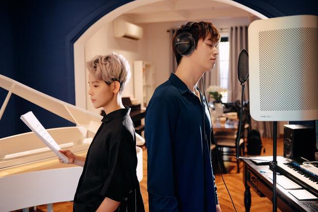 Nếu Shin Hyun Woo là một ca/nhạc sĩ vừa được biết đến gần đây tại xứ sở Kim Chi thì Vũ Cát Tường lại là một trong những nghệ sĩ trẻ có sức ảnh hưởng mạnh mẽ tại Việt Nam với rất nhiều thành công nổi bật trong sự nghiệp âm nhạc. Chính vì vậy, Vũ Cát Tường cũng hi vọng, với ca khúc này và sự hỗ trợ của cô sẽ giúp Shin Hyun Woo có được nhiều thành công hơn nữa.