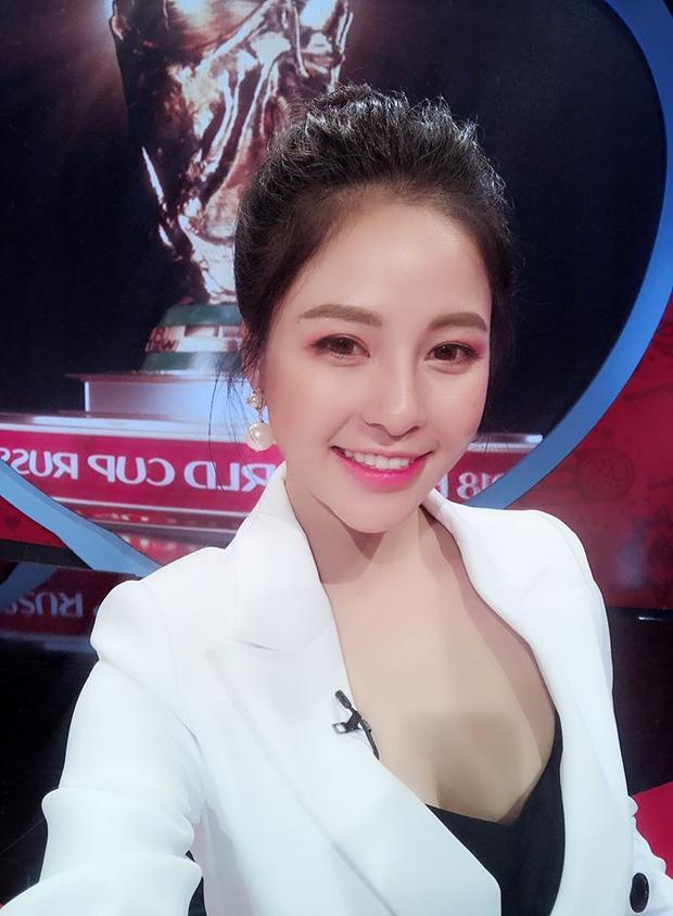 Trâm Anh tên đầy đủ là Đỗ Thị Trâm Anh sinh năm 1995. Cô đang là một dược sĩ có hiệu thuốc của riêng ở Hà Nội.