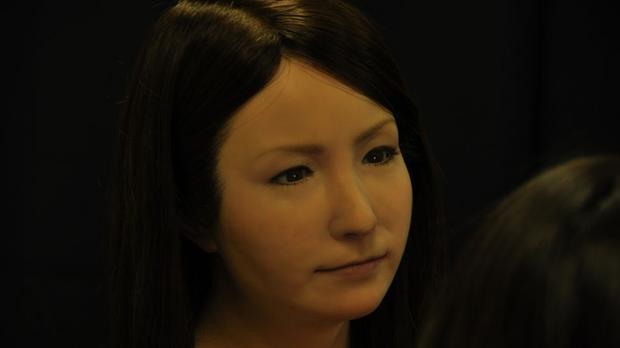 4 robot xinh đẹp không kém Sophia, nhìn từ xa trông chẳng khác gì hot girl