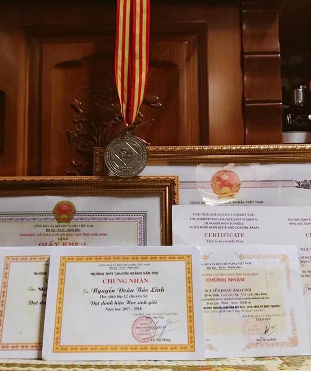 Linh giành nhiều thành tích trong quá trình học tập