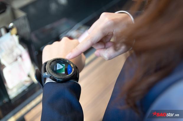 Samsung Pay tận dụng sự phổ biến của các thiết bị công nghệ, tuy nhiên vẫn còn ít thiết bị hỗ trợ.