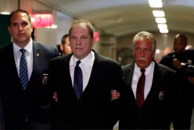 Harvey Weinstein bị cáo buộc vì tội lạm dụng tình dục.