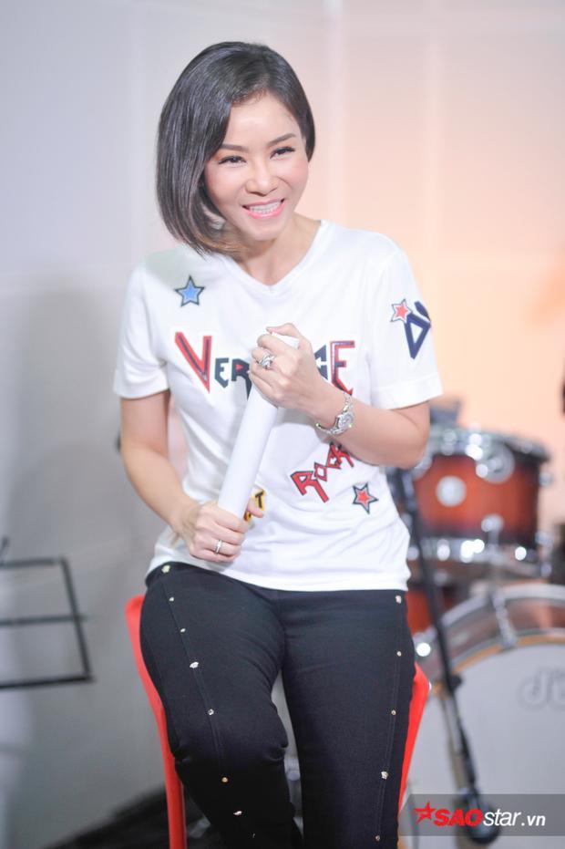 Nữ ca sĩ đã chia sẻ về Sơn Tùng và gọi nam ca sĩ gốc Thái Bình như 1 hậu bối tài năng mà cô vô cùng trân trọng.