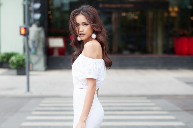 Chân dài từng đoạt ngôi Quán quân trong một chương trình thực tế về người mẫu và hiện Ngọc Châu là gương mặt quen thuộc ở làng mốt Việt khi thường xuyên góp mặt trong nhiều show diễn lớn nhỏ.