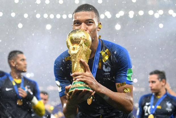 """Mbappe sánh ngang thành tích với """"Vua bóng đá"""" Pele. Ảnh: Getty."""