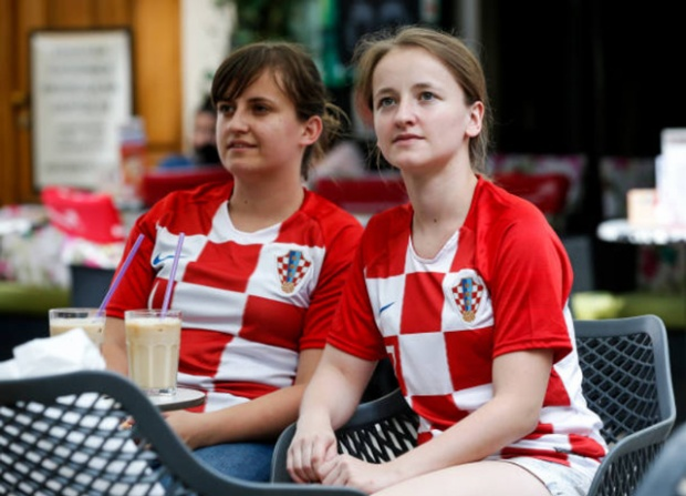 Lần cuối ngắm dung nhan của các bóng hồng tuyển Pháp và Croatia tại World Cup 2018