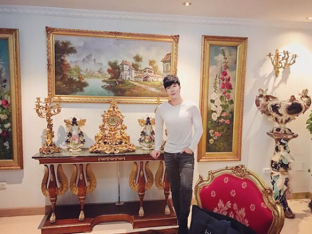 Mẹ của Nathan Lee cũng là một doanh nhân nổi tiếng khi là quản lý một khu nghỉ dưỡng sang trọng tại đảo Phú Quốc. Từ khi con trẻ, bản thân Nathan Lee cũng đứng tên resort này tại Việt Nam thay bố dượng người nước ngoài trị giá hàng chục triệu USD.