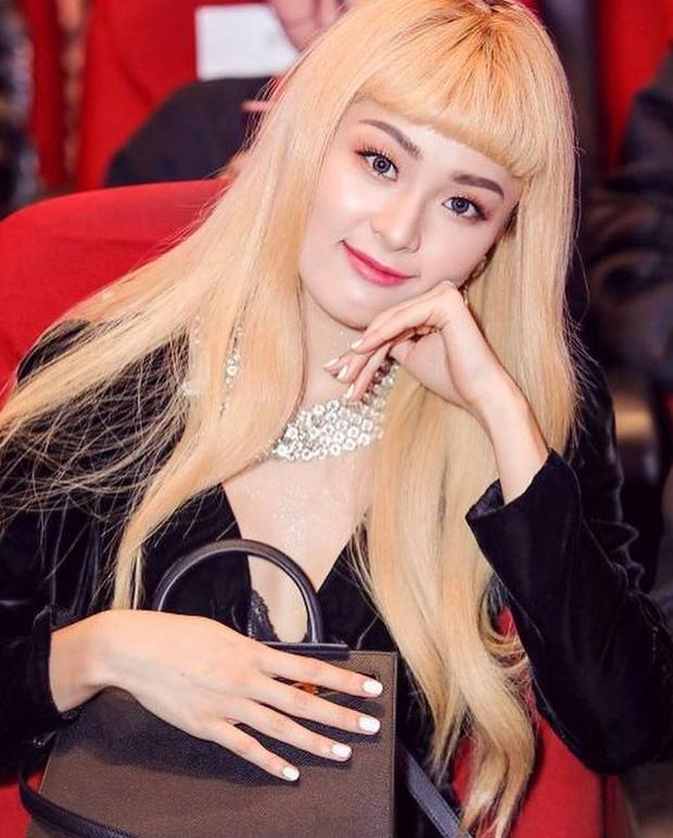 Hạ Vi sau 1 năm chia tay Cường Đô La: Từ mỹ nữ vạn người mê trở thành tóc vàng hoe nổi loạn  - Ảnh 10.