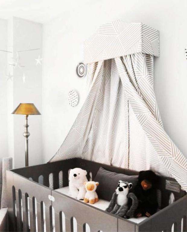 Nếu bé yêu của bạn thích động vật chỉ những chú thú bông là điều không thể thiếu. Một chiếc màn đặc biệt cho bé cũng là điểm nhấn của căn phòng này.