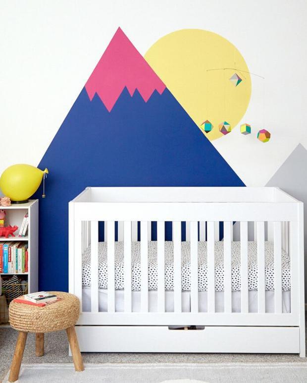 Với những hình vẽ đơn giản, căn phòng này chắc chắn sẽ được các bé hết sức yêu thích, đặc biệt những cô cậu bé có cá tính.