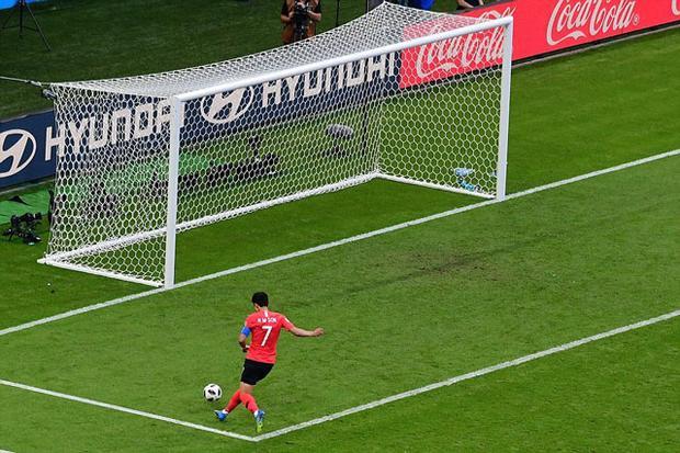 Son Heung-min thoải mái ghi bàn vào lưới ĐT Đức và khiến đối thủ phải về nước.