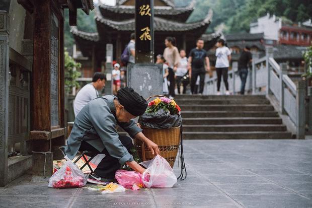 Lâu rồi mới xuất hiện bộ ảnh khiến người xem muốn được đặt chân đến Phượng Hoàng Cổ Trấn một lần trong đời