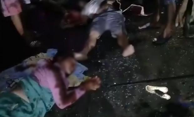 Một số nạn nhân bị văng xuống đường, thương tích nặng. Ảnh: Báo Khánh Hòa.