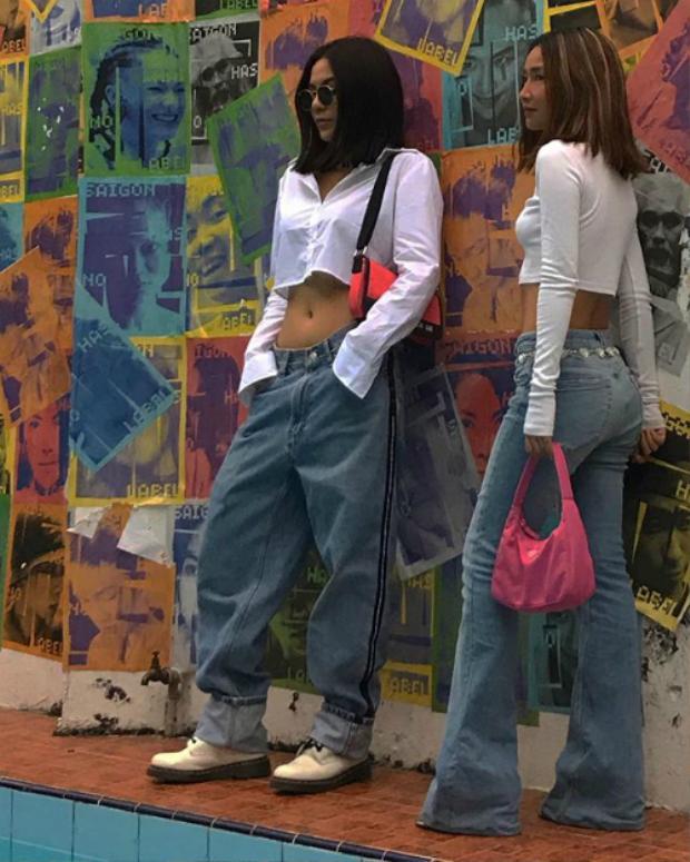 …hay Louis Hà cũng nhanh chóng nhập cuộc quay về mốt thời trang của những năm 2000 với quần thụng cạp thấp và croptop khoe eo săn chắc.
