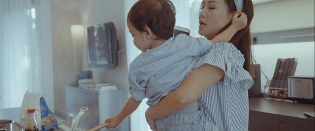 Đặc biệt là sự xuất hiện đầy bất ngờ của Bé Gấu trong MV của mẹ.