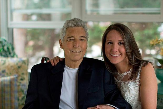 Ông Lynn và con gáiMeredith. CôMeredithhiện 35 tuổi là nhiếp ảnh gia.