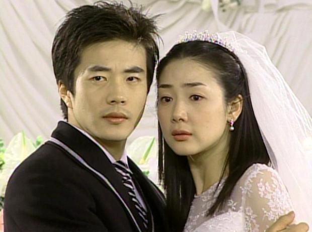 Đời cũng như phim, Kwon Sang Woo đều lụy tình đến khó tin