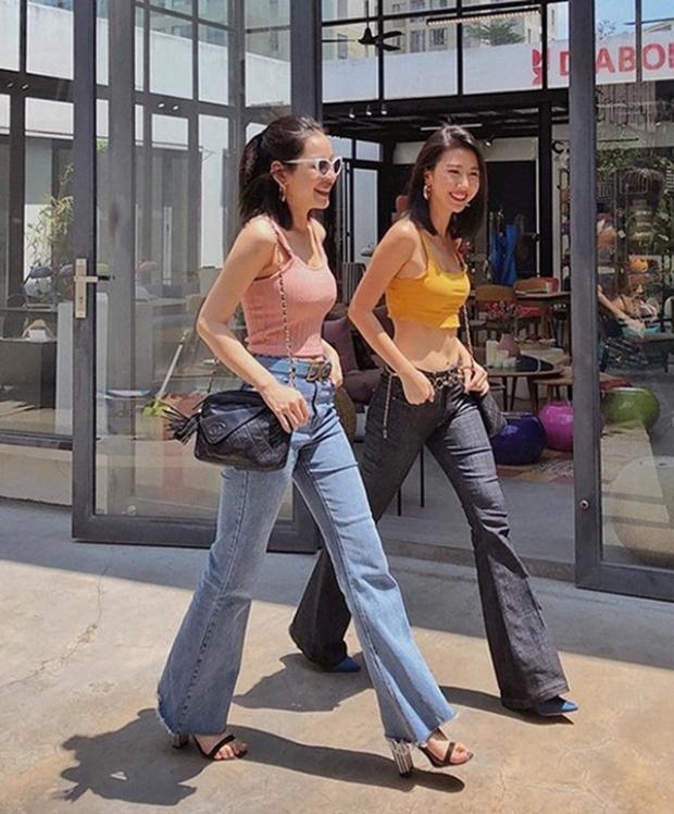 Không khó bắt gặp hình ảnh cả hai thân thiết bên nhau. Có khoảng thời gian, Quỳnh Anh Shyn kiêm cả vai trò stylist cho cô bạn thân của mình.