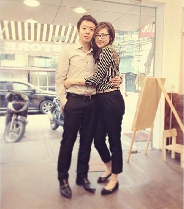 Khi vừa đăng quang vào năm 2014, chuyện tình cảm của Tú Anh và bạn trai tên Hưng Long cũng nhanh chóng được tiết lộ với nhiều bức ảnh chụp chung khá tình cảm.