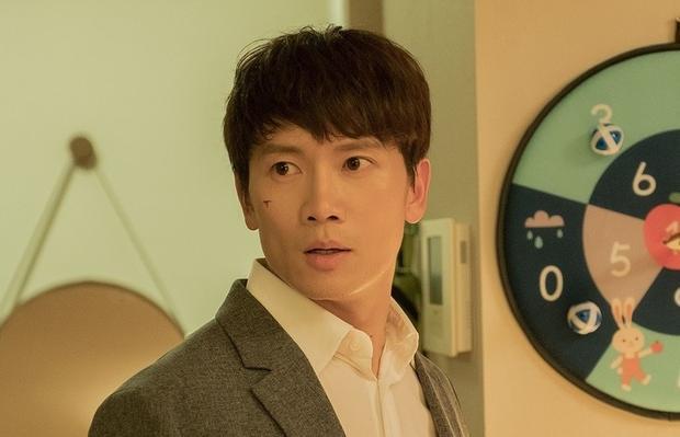 Lên sóng sau Thư ký Kim, phim 'Familiar Wife' ra mắt teaser trận chiến giữa ông chồng sợ vợ Ji Sung và Han Ji Min