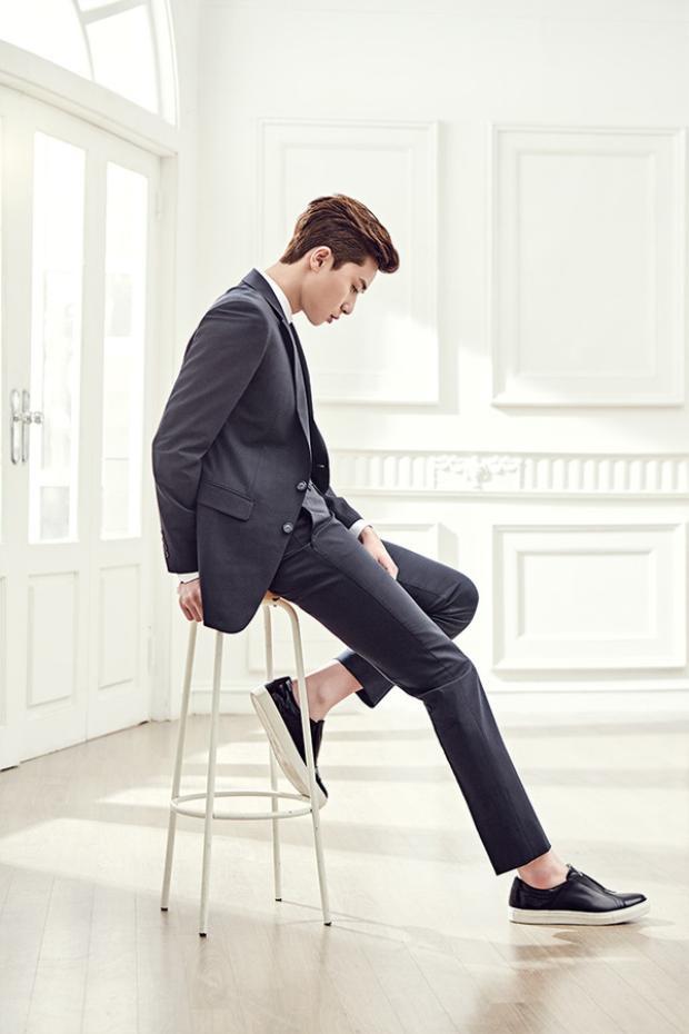"""Bộ phận trên cơ thể khiến anh tự hào nhất là nửa thân dưới của mình vì do luyện tập thường xuyên nên rất săn chắc. Đặc biệt Seo Joon tự hào chia sẻ: """"Mông của tôi rất là đẹp là nhờ gen di truyền của bố mẹ."""""""