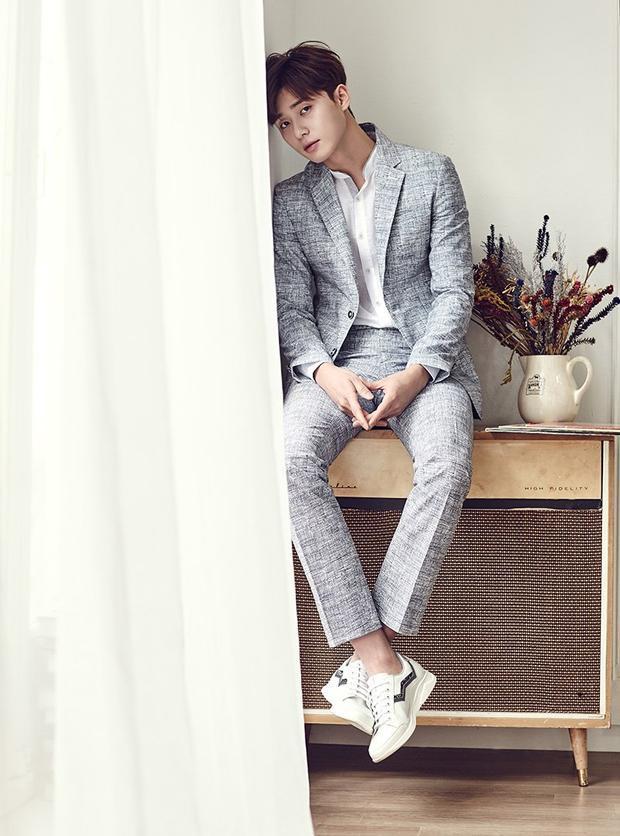 Park Seo Joon tuyên bố sẽ không công khai người yêu bởi vì cho rằng cuộc sống của anh không phải của riêng mình nên không muốn ai vì tin tức đó mà cảm thấy khó chịu hay đau đớn không cần thiết. Dù ở trong phim hay ngoài đời thì nam diễn viên cũng rất đáng yêu phải không!