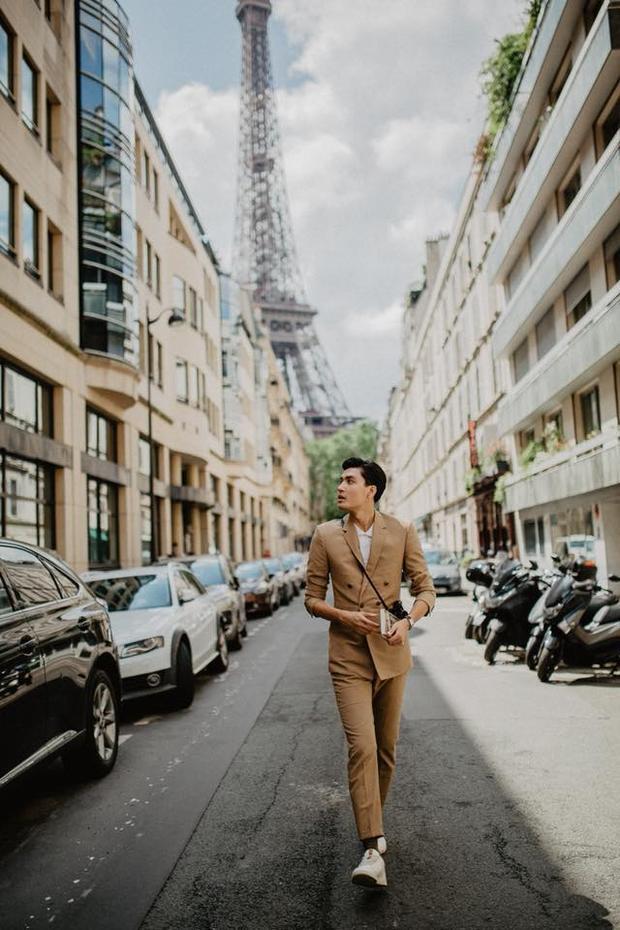 Quang Đại khá yêu thích các bộ suite, không chỉ dự sự kiện, anh chàng còn thường xuyên mặc suite trong những chuyến du lịch.