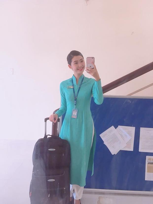 Ngoài đời, Ngọc Linh là tiếp viên của hãng hàng không Vietnam Airline