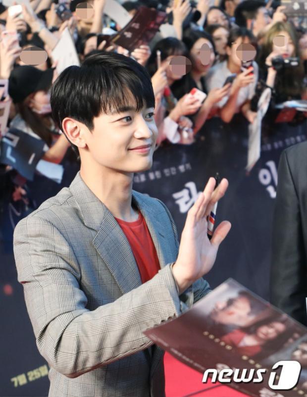 Showcase Inrang: Han Hyo Joo và Kang Dong Woon rạng rỡ sau tin đồn hẹn hò