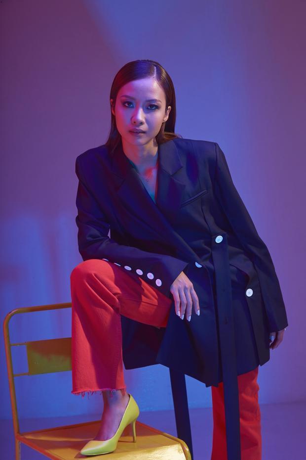 Rapper nữ hiếm hoi của Hip Hop Việt tiết lộ rằng năm 2018, 2019 này là thời điểm để cô tung ra các sản phẩm âm nhạc của mình và gần nhất sẽ là ca khúc có cái tựa rất đặc biệt và bắt tai: N-SAO?