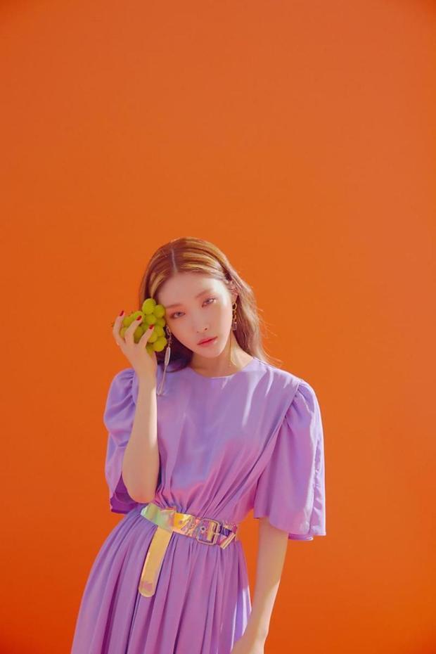 Chungha sẽ bắt đầu quảng bá Love U trên sân khấu M Countdown vào ngày hôm nay (19/7). Hãy cùng đón chờ cô nàng này nhé!
