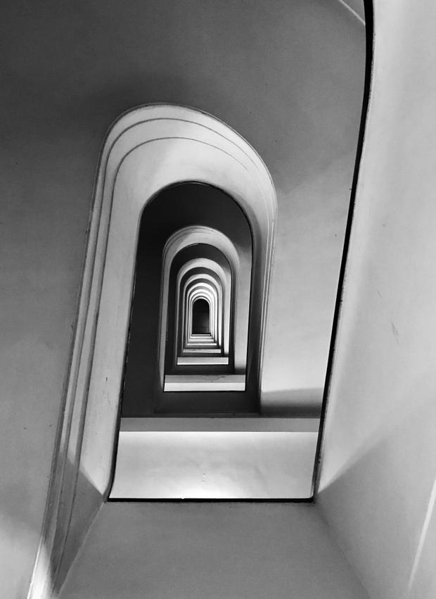 """Giải nhất Kiến trúc - """"Rampage"""": Cầu thang ở Via Allegri. Chụp bằng iPhone 7 Plus. (Massimo Graziani)"""
