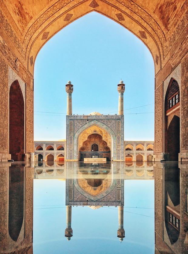 """Giải nhì Kiến trúc - """"Jameh Mosque of Isfahan"""": Một trong những nhà thờ cổ nhất ở Iran và là kết quả của việc liên tục xây dựng, trùng tu. Chụp bằng iPhone 7. (KuangLong Zhang)"""