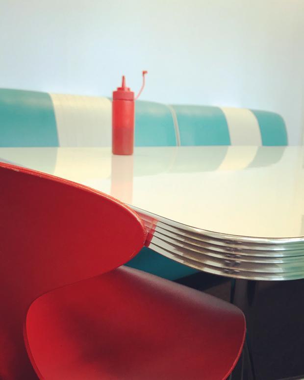 """Giải nhất Tĩnh vật - """"Diner"""": Chụp bằng iPhone 7. (Fiona Bailey)"""