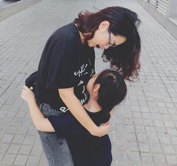 Đã tìm ra 3 bà mẹ showbiz Việt trẻ trung sành điệu đến nỗi gái 20 xách dép chạy theo không kịp