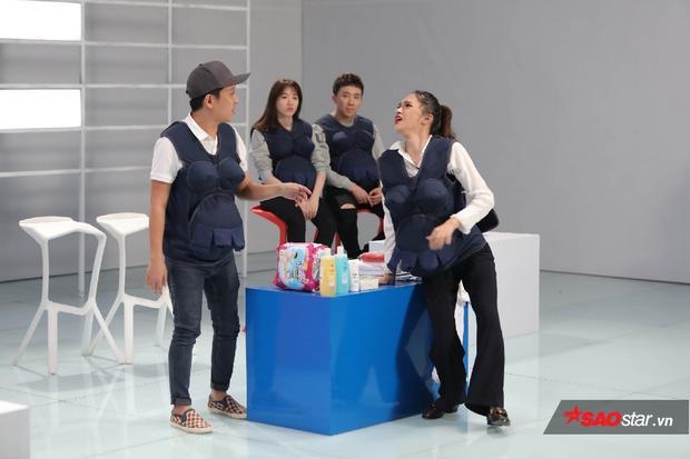 Gia đình Song Giang với tình huống người vợ đang đi mua sắm ở trung tâm thì đẻ rớt, Trường Giang là nhân viên bán hàng.