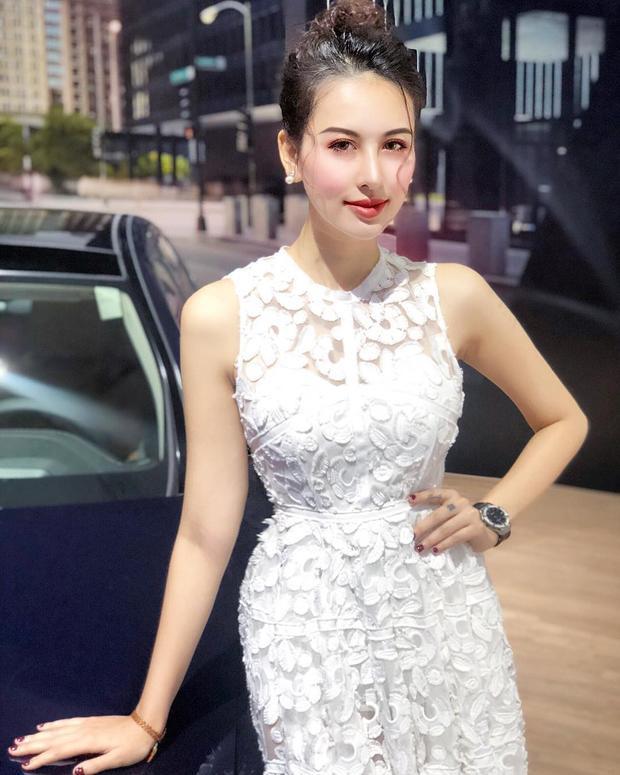 Gương mặt thanh tú, vóc dáng chuẩn hoàn toàn phù hợp với bộ váy ren mà Hà Lade đang diện.