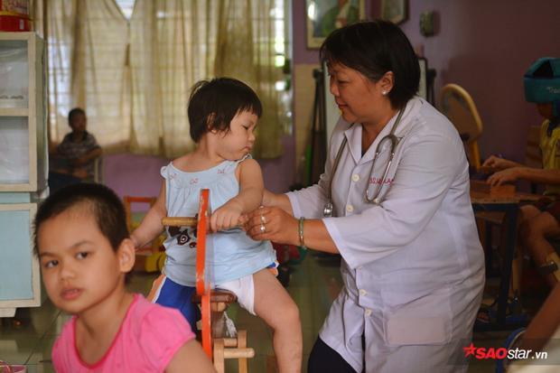 Bác sĩ Lan cho biết: Những trường hợp như bé Tân luôn là niềm vui cho Trung tâm và công việc của mình.