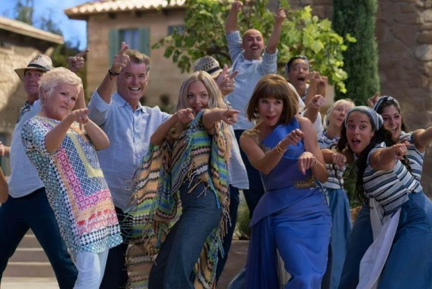 Mamma Mia 2: Xem đi và bạn sẽ ganh tị với mẹ con nhà Donna phát ngất!