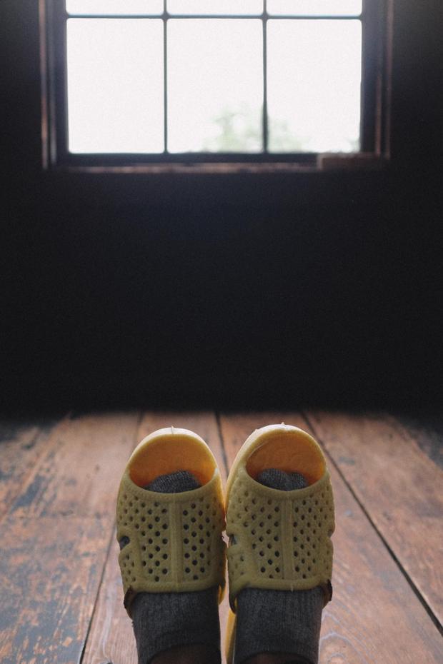 Hóng nắng bên thêm cửa sổ, mùa hè Nhật Bản ngồi bên thềm cửa hóng mát thích cực. Thánh tổ ong tái xuất với bộ ảnh mới tại miền Bắc nước Nhật xinh đẹp
