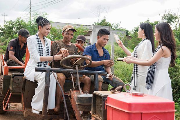 Hoa hậu Kỳ Duyên, Đỗ Mỹ Linh xinh đẹp khiến trai tráng buôn làng Buôn Ma Thuột bối rối