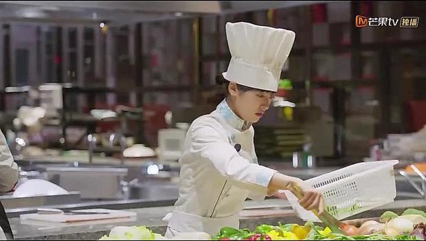 Đến vòng cuối cùng, đề thi nhắm vào đúng điểm yếu của Sam Thái là món ăn địa phương nhưng chỉ có 45 phút chế biến khiến cô lúng túng.