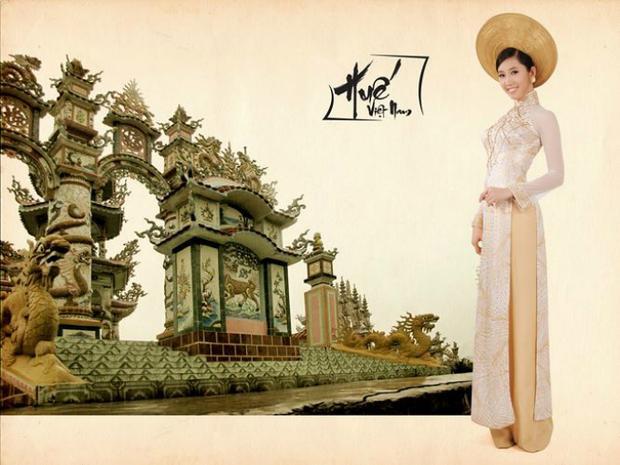 Á khôi Trang sức cùng ê-kíp thực hiện nhiều bộ ảnh để giới thiệu với các thí sinh về vẻ đẹp của đất nước và văn hóa Việt Nam.