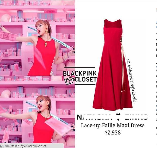 Bộ váy sang chảnh của Lisa không xem giá cũng thấy đắt và đúng là đắt thật: 67 triệu VNĐ.