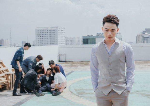 Người ta có thương mình đâu là ca khúc ballad được Trúc Nhân lần đầu thể hiện. Trong MV, anh chính là sự thể hiện cho nội tâm của các nhân vật trong ba câu chuyện buồn xuyên suốt.