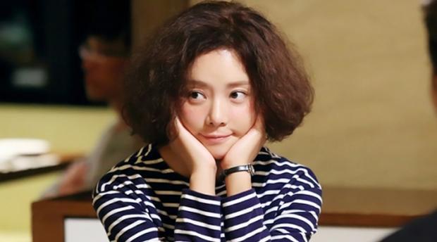 """Tuy nhiên, trong """"She was pretty"""" họ đã có cơ hội đến với nhau. Jung Eum nhận vai Hye Jin, một cô gái xấu xí, nghèo khổ nhưng từng có quãng thời giàu có và xinh đẹp."""