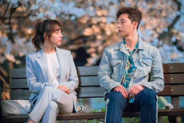 Cô ấy yêu công việc nhưng tình yêu thì không. Ae Ra muốn kết thúc việc làm tổn thương mình và nhưng sau đó có cảm giác lạ với Dong Man (Park Seo Joon).